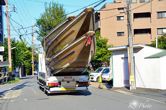 トラックと舟.jpg