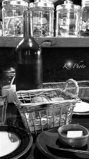 フランスパンと水.jpg