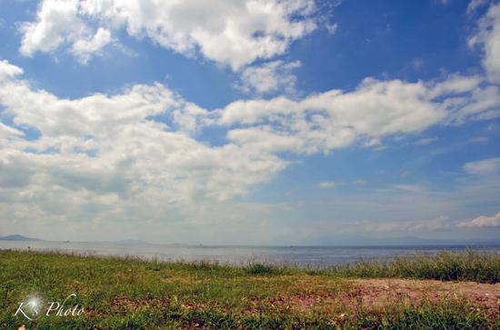 空と湖.jpg